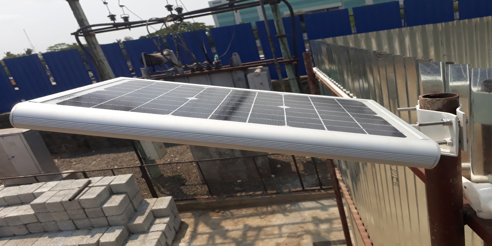 Integrated solar street light (1)